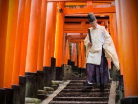 fushimi-inari-shrine-by-lois-webb