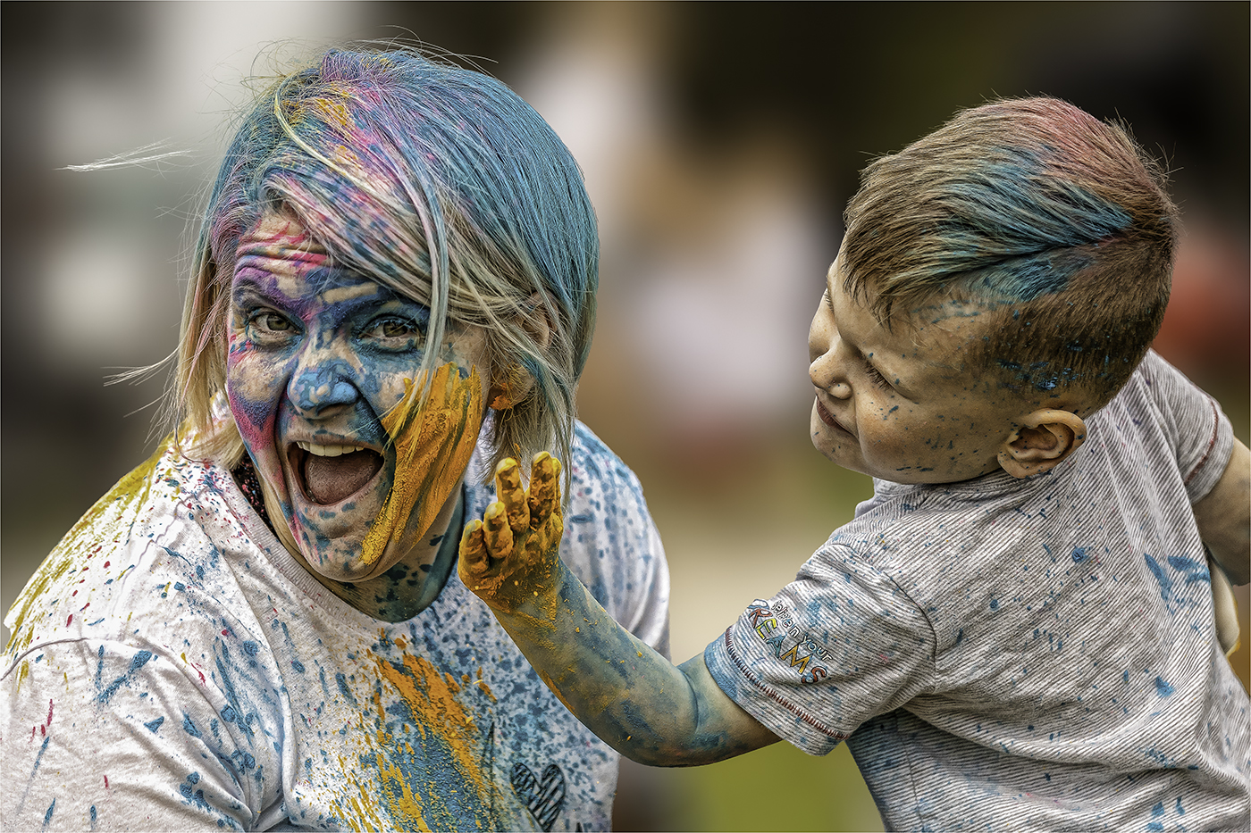 COLOUR AND FUN WITH MUM by Nigel Stewart